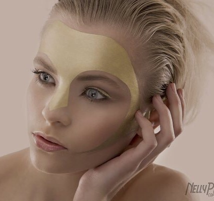⚡️ FLASHBACK ⚡️ Back to the very beginning of my love for creative beauty all those years ago now! Photo by @nellypro #stilllovegold #creative #beauty #nellypro #mua #makeup #beginnings