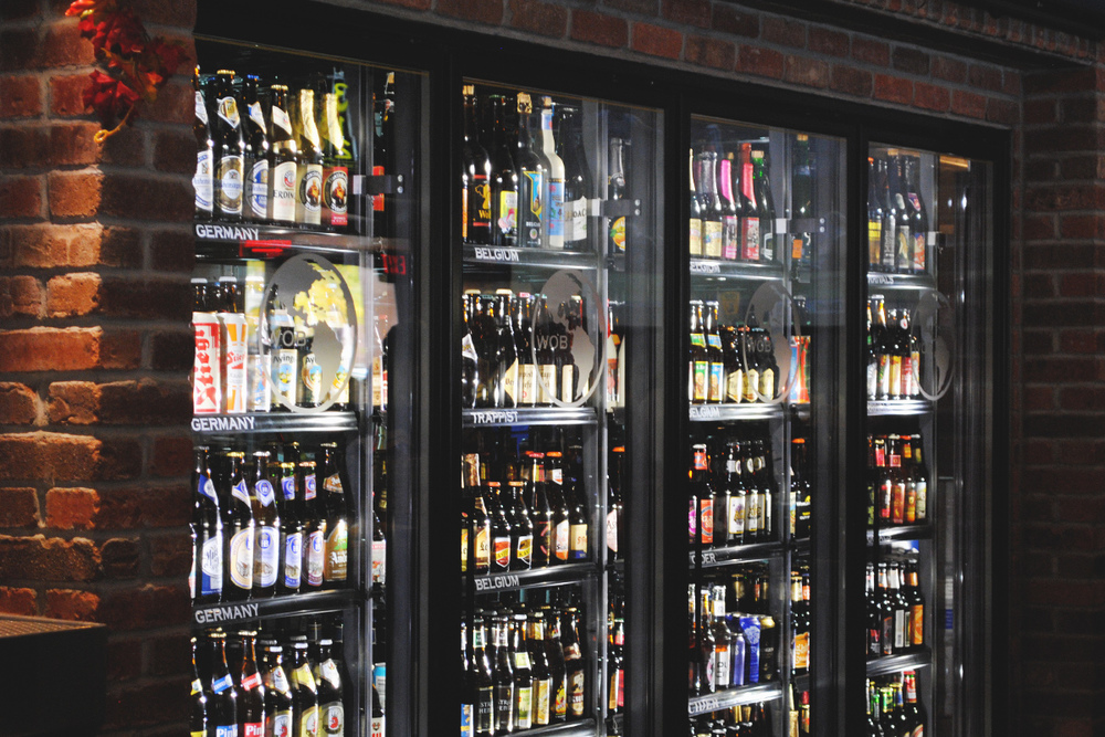 Plenty of bar space to aide in tackling the bottle list at WOB.   (Photo by J. Muldowney)