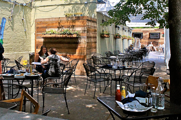 Patio done casually – Photo: yelp.com