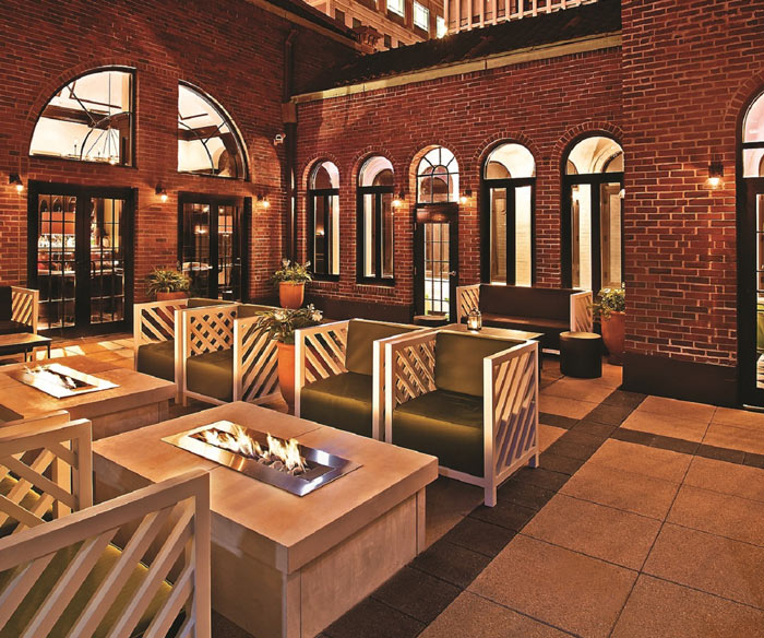 Downtown rooftop w/ class. & cocktails. & beers. – Photo: drumbar.com