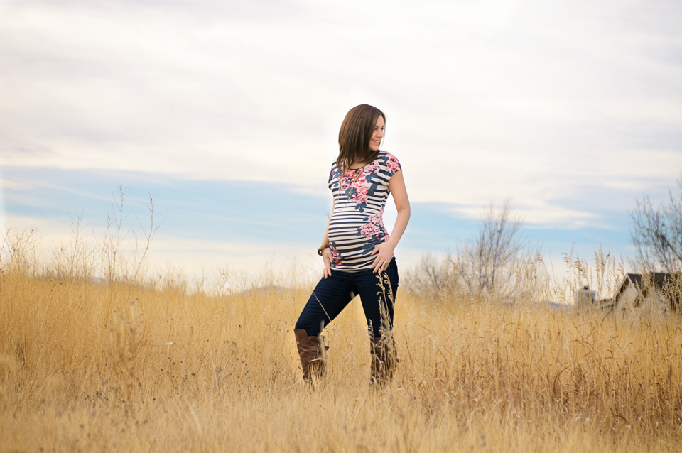 MATERNITY PORTRAITS - Maternity sessions are generally photographed between 30-35 weeks, depending on how much you are showing, your individual pregnancy, and how you are feeling.