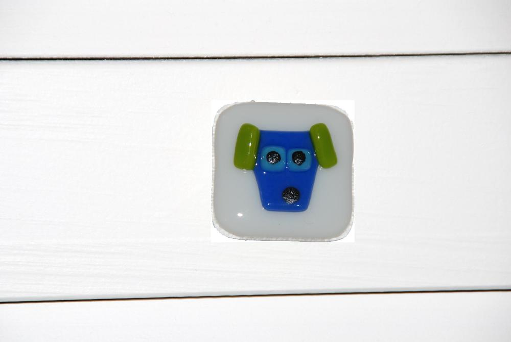 cabinet pull blue dog on white glass.jpg
