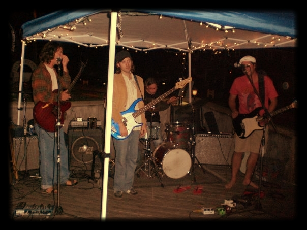 Live music on the deck @Captain Nicks
