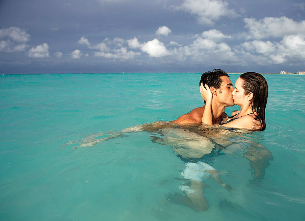 Turks-and-Caicos_kiss.jpg
