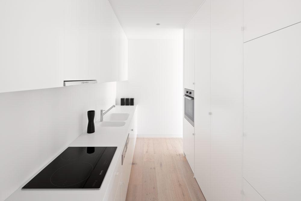RG White Box 03.jpg