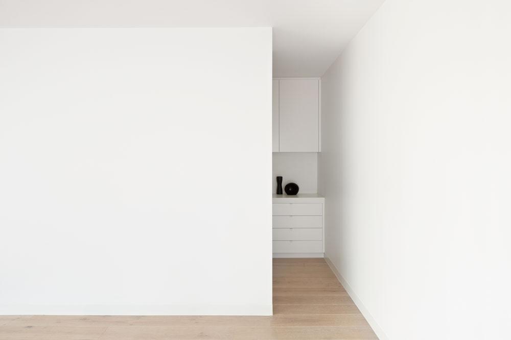 RG White Box 04.jpg