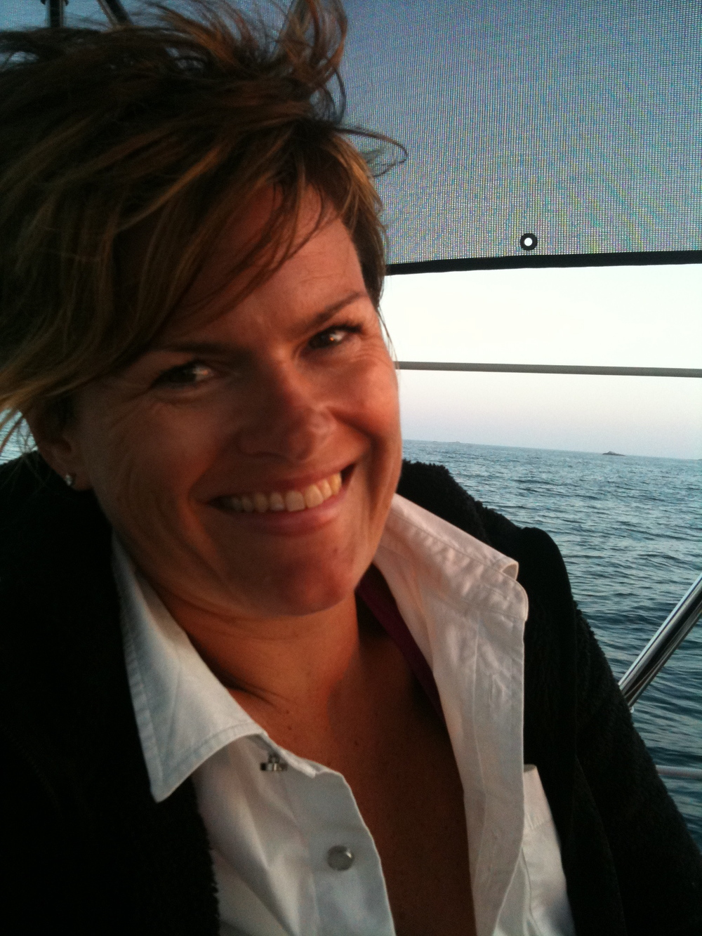 Branding designer, amateur photographer, mother, sailing enthusiast...