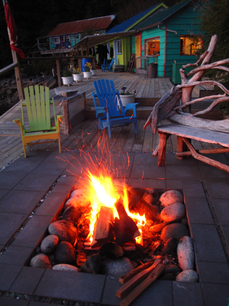 Nothing like the crackle and smell of a camp fire while enjoying a beer :0