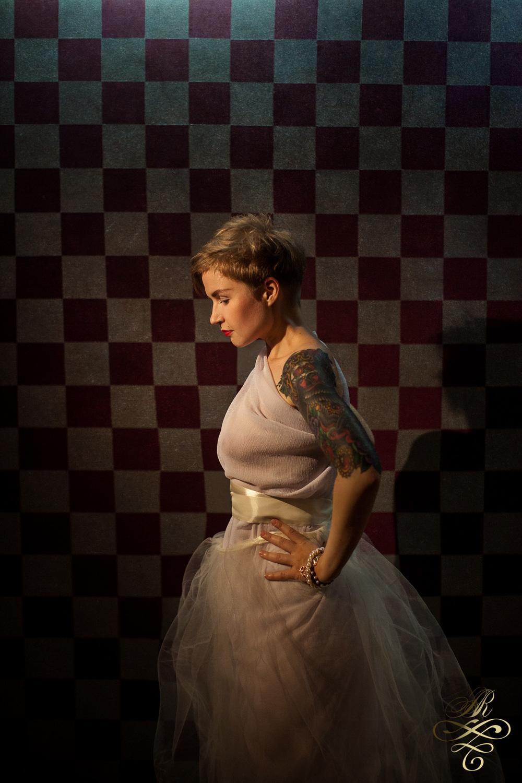 Это Аня Камнева, наш замечательный визажист.