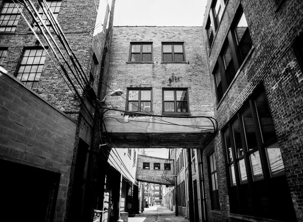 Ravenswood Alley. Chicago [120 film]