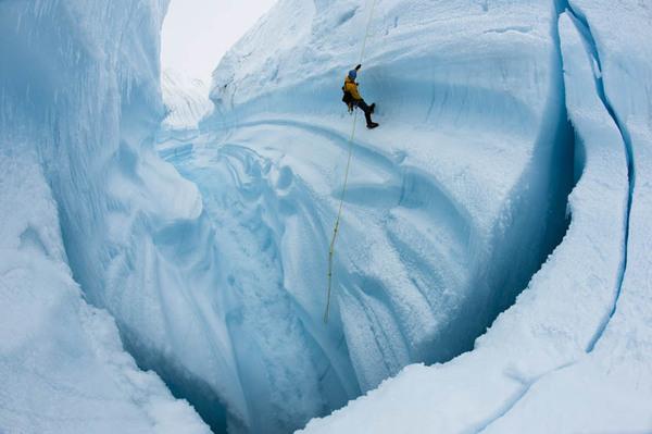 ChasingIce_filmstill2_by_James_Balog-Extreme_Ice_Survey2-thumb-600x399-17070.jpg