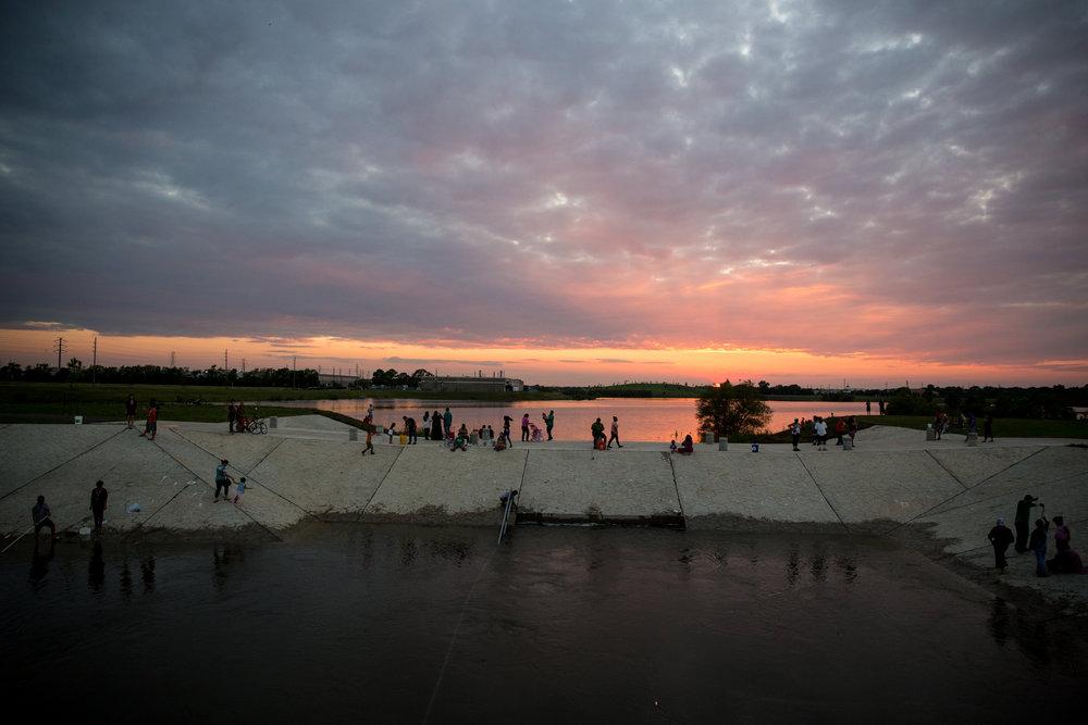 2017-08-30_Hurricane_Harvey_Park_Sunset_Pu.Ying.Huang0001.jpg