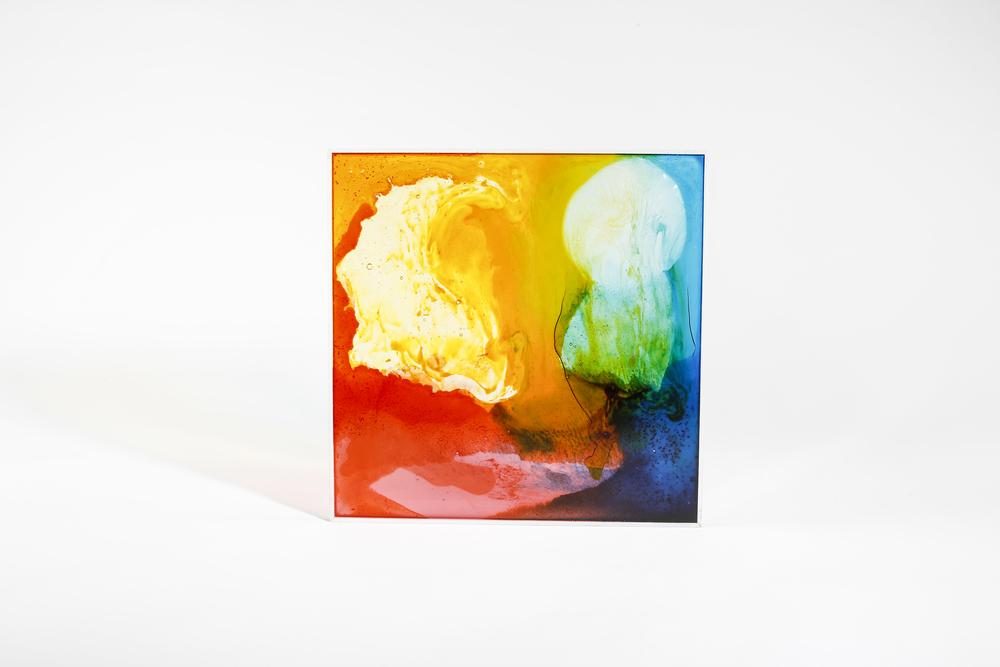 Piezas de metacrilato 30x30x8cm y pintura a base de gominolas. Fotos por Pablo Gómez Ogando