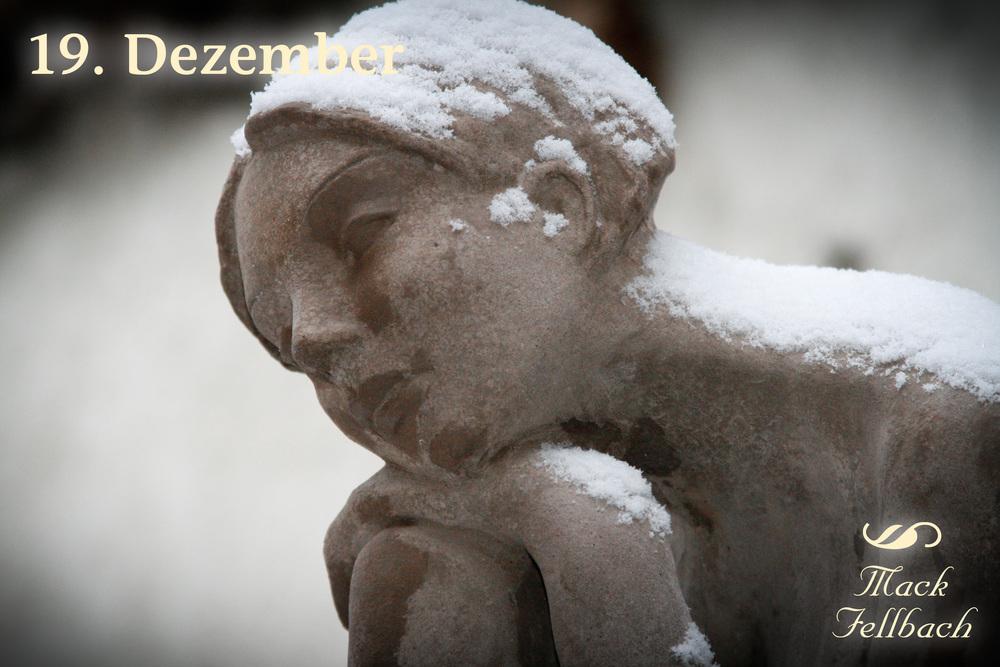 19_Steinfigur_im_Schnee.jpg
