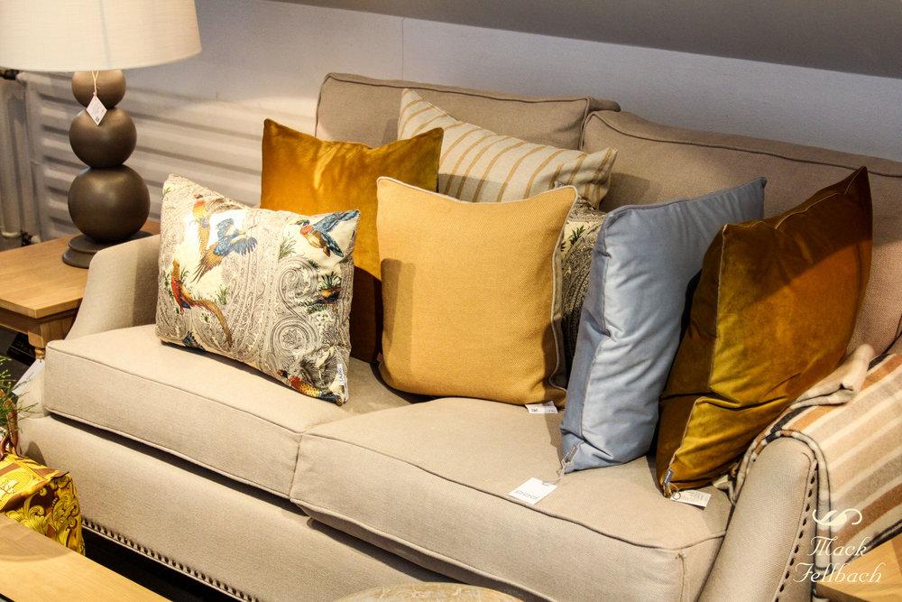 """Sofa """"Eva Large"""" von Neptune Home bezogen mit Leinen. Jetzt €2100 inkl. MwSt. anstatt €312 inkl. MwSt. (Angebot bezieht sich auf beschriebenes Produkt und keine anderen Produkte auf der Abbildung)."""