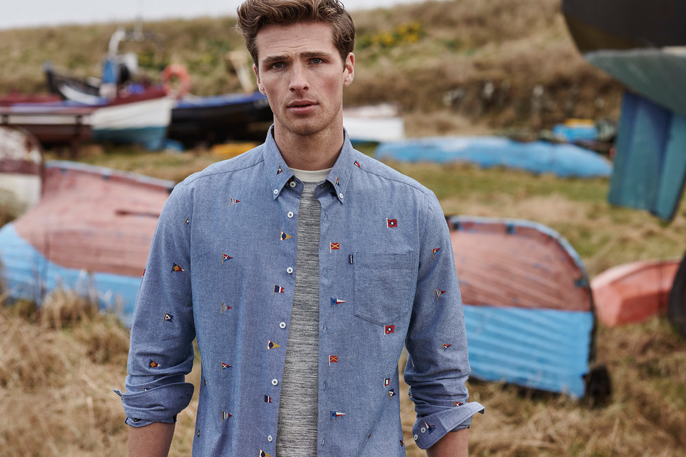 SS19_Barbour Countrywear_Chambray Flag Shirt MSH4479IN32_Location Tee MTS0513GY55_300dpi_CMYK_15cm _3_.jpg