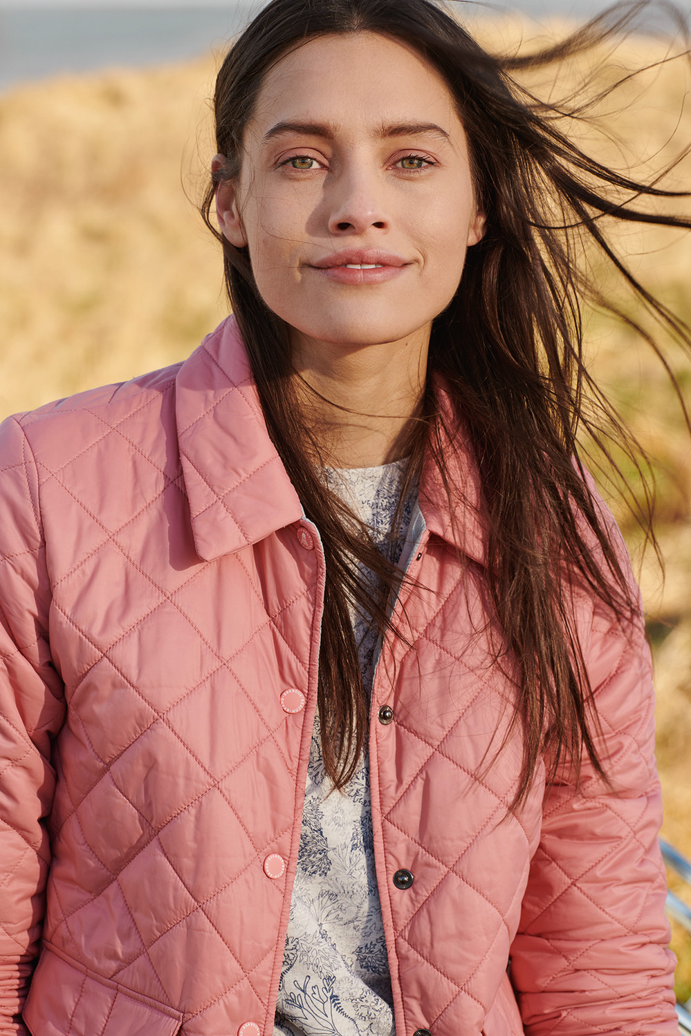 SS19_Barbour Lifestyle Coastal_Overwash Quilt_LQU1025PI51_Dalgetty Overlayer_LOL0129WH71_300dpi_CMYK_15cm _12_.jpg