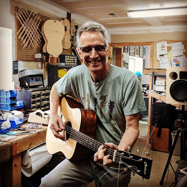 Finally getting this #doubletop #d18 shiny, assembled and strung up. Always great fun hanging and working with the great John Buscarino, the king of nitro! . . . . . #veryloud #cardboard #luthiervandross #guitarmaker #guitarist #buscarino #outlier #luthier #whatsonyourbench #guitar #dreadnought #nitrocellulose #workshop #lutherie #bluegrass #custom