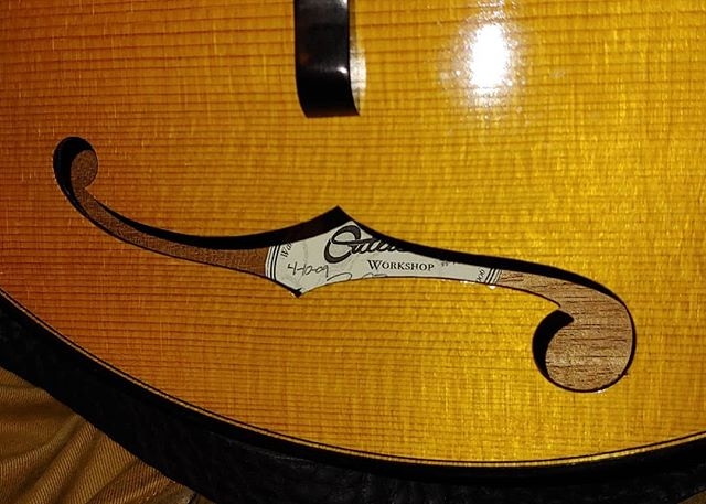 Happy 10th birthday to the first Outlier Workshop A model! Thanks to Andy Koziol for sending in this picture. #stillchoppin #justgettingstarted #mandolin #fhole #handmade #bluegrass #luthier #oilvarnish #frenchpolish #oldstandard #redspruce #rimade #risd #guitarmaker