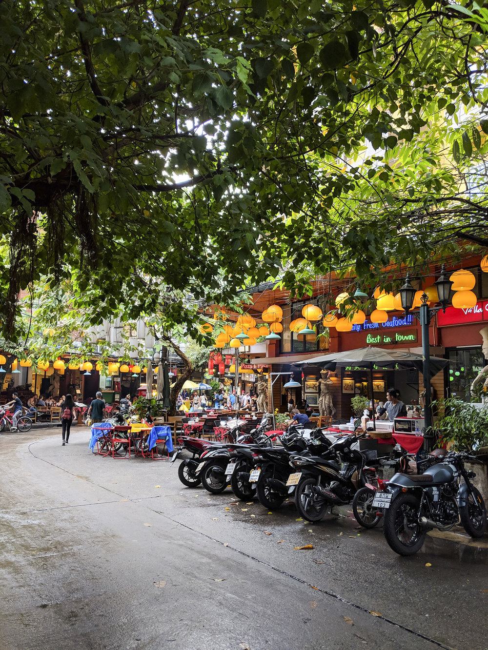 a quiet corner of the heavily touristed Khaosan Road