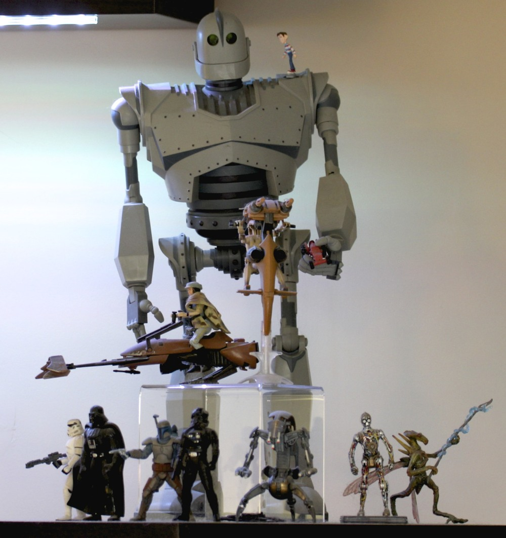 Iron Giant, Princess Leia on Speeder Bike, Battle Droid on STAP, Storm Trooper, Darth Vader, Jango Fett, TIE Fighter Pilot, Destroyer Droid, C-3PO and Geonosis Warrior.