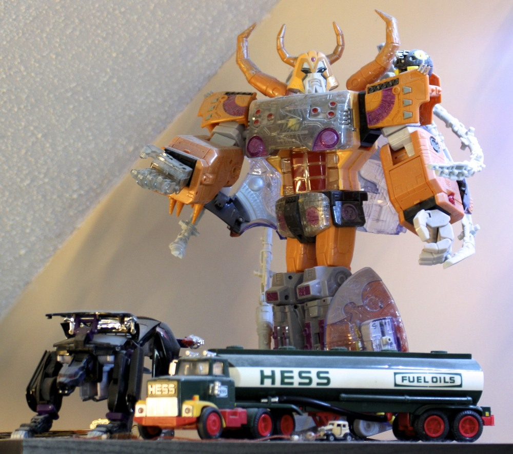 Armada  Unicron,  Alternator  Ravage, Hess Fuel Transport