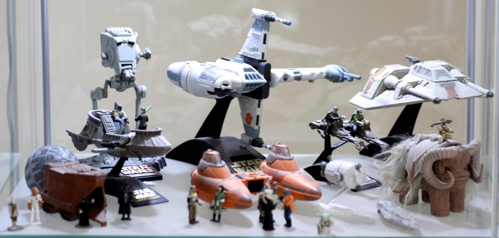 AT-ST, B-Wing, Snow Speeder, Jawa Sand Crawler, Cloud Car, Speeder Bikes, Bantha, etc.