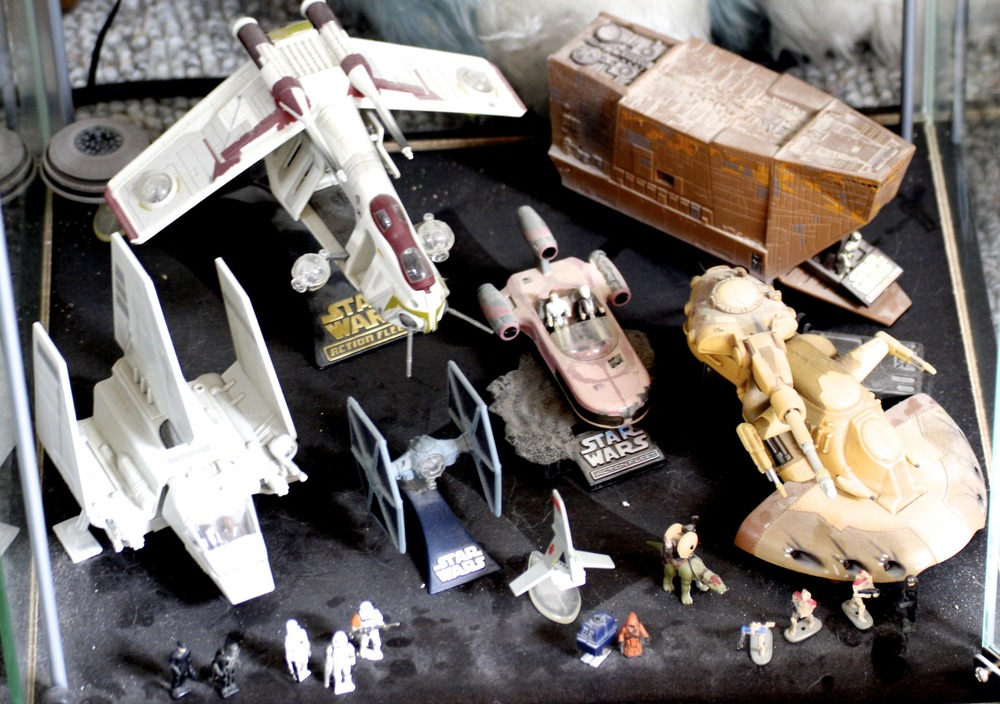 Imperial Shuttle, Replublic Gunship, Jawa Sand Crawler, TIE Fighter, Land Speeder, Doird Battletank, etc.