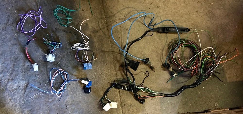All of the wiring I puled from the car, including the White (9 pin), White (3 pin) and Blue bulkhead connectors, plus the ECU harnesses.