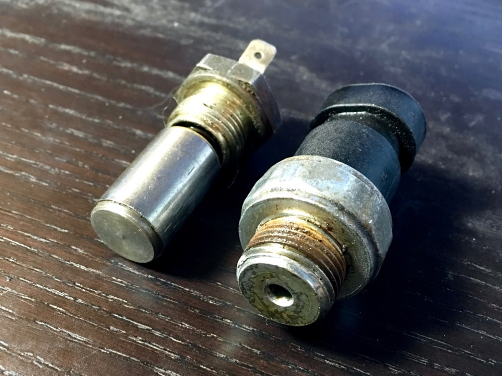 The 2.8L switch (left) has a cylinder on a spring that can be pushed by hand, but the 3.0L switch (right) needs pressure forced through the hole the bottom.