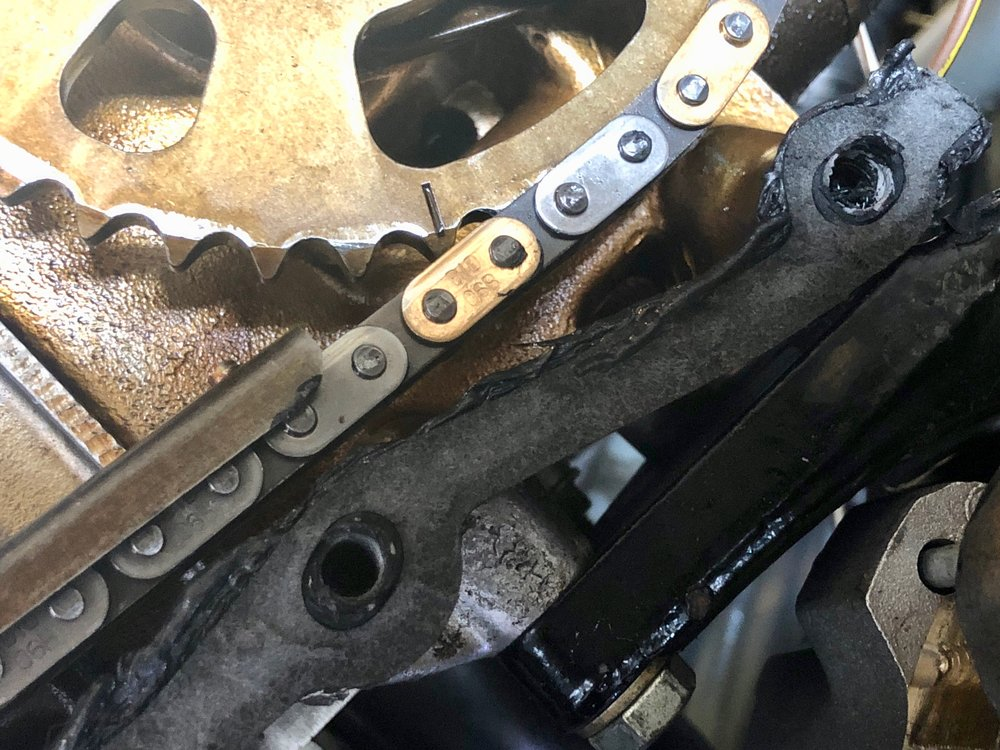 Some light scratches are visible on the timing chains. These are due to running the engine without oil, which caused them to scrape along the edges of the guides.