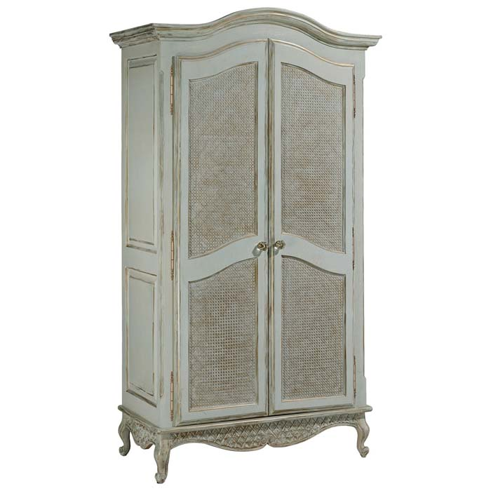 Grand Armoire, Layla Grace
