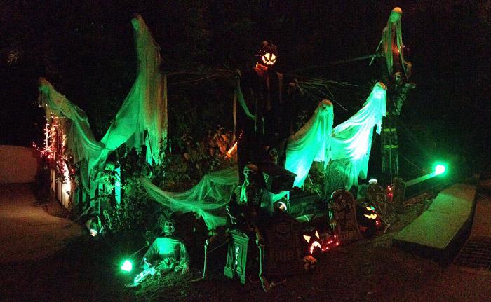 The spirits of halloween a halloween decor diy juvenile hall design - Deco hal halloween ...