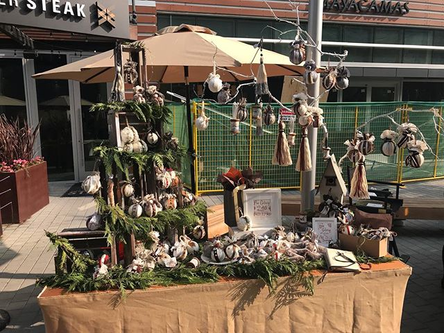 Makers Market going strong in #Napa #makersmarket #makersmarketnapa #ornaments #holidayshopping #giftideas #ellenmattesi