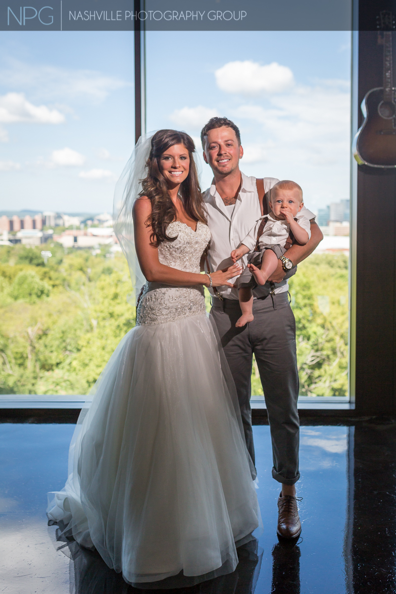 Stephen Barker Liles & wife Jenna Michelle Kennedy with their son Jett.