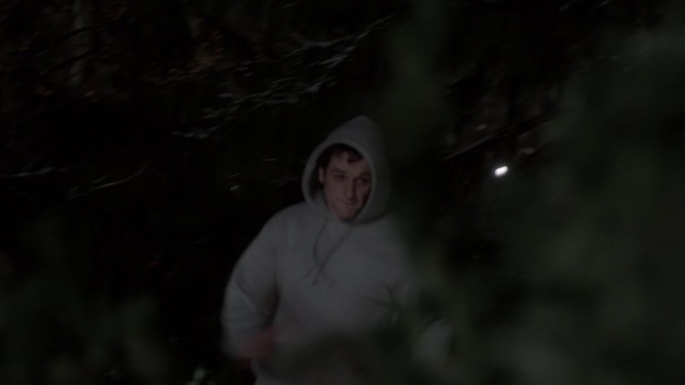 A gray hoodie is as close as Philip gets to a disguise in this episode