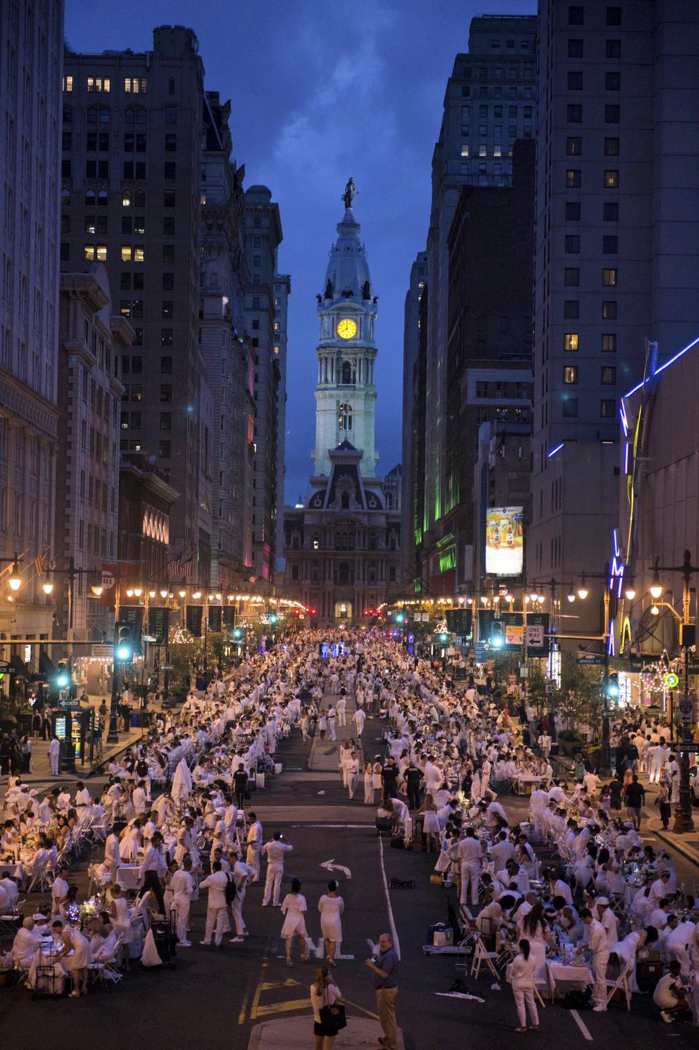 Diner en blanc Philadelphia summer 2015