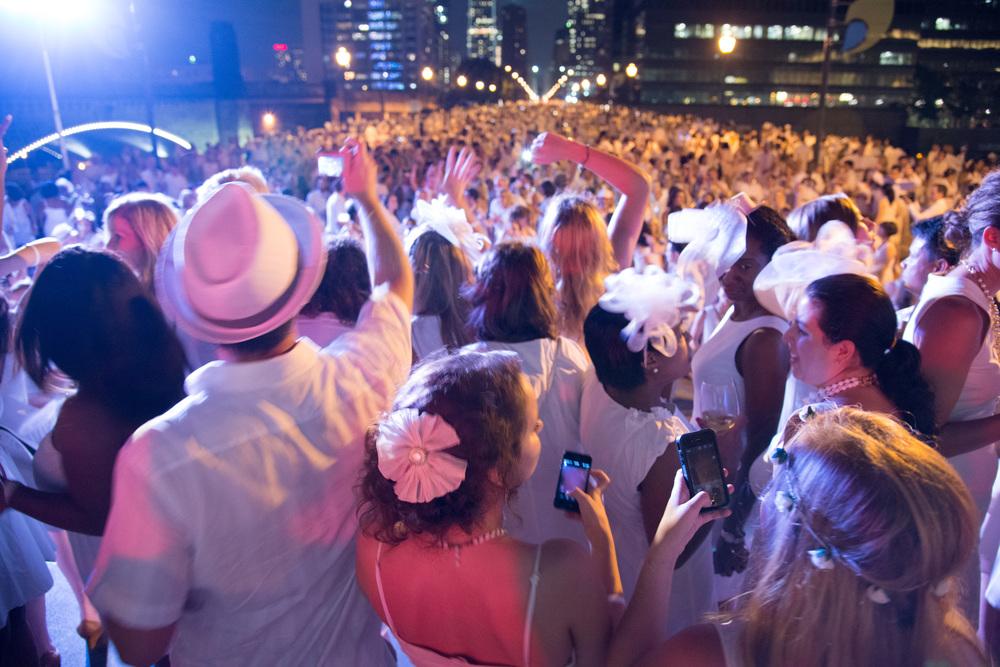 diner en blanc, diner en blanc philadelphia, philadelphia, visit philadelphia, pop-up party, pop-up picnic, dinner in white
