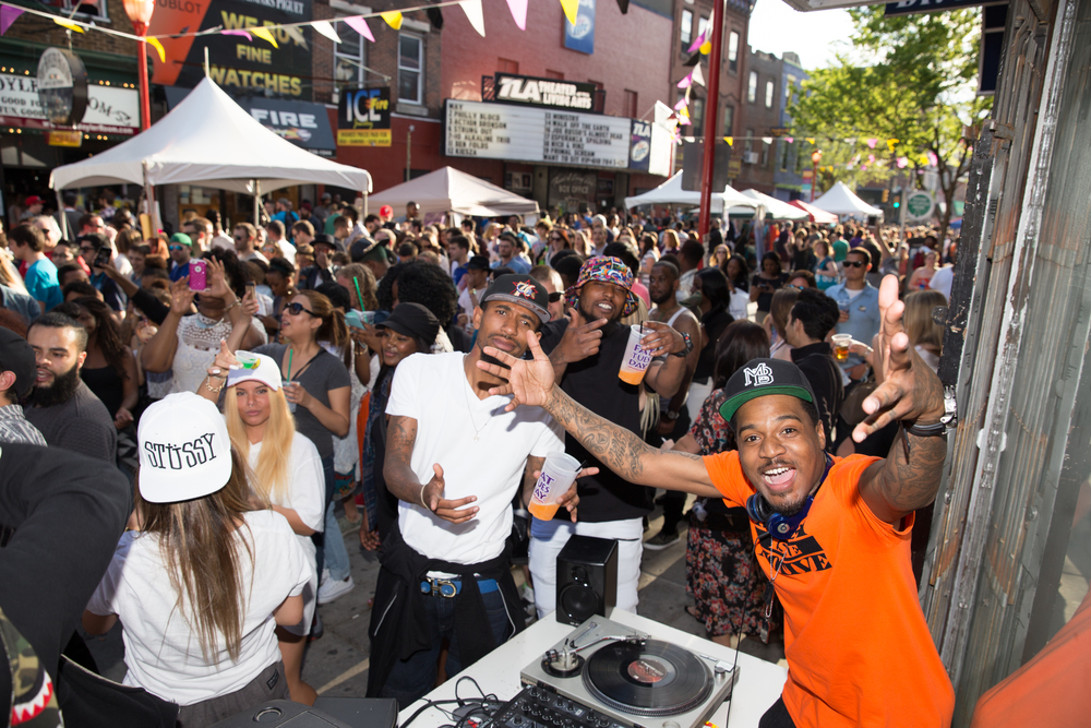 DJs, street performers and muscians entertained the crowds.jpg