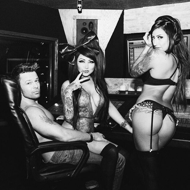 💥NEW MUSIC VIDEO JUST RELEASED💥 #whenimsingle - @THEMILLIONAIRES @wademartinsp 📽💕✨ youtu.be/w1iEjZ7dlos