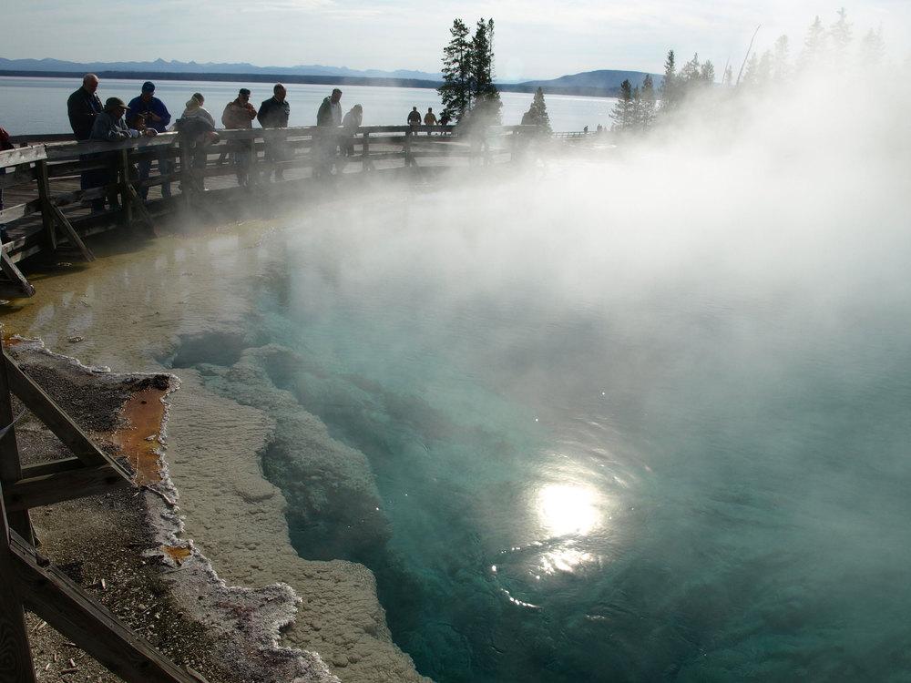 ThermalPool-Yellowstone-566k.jpg