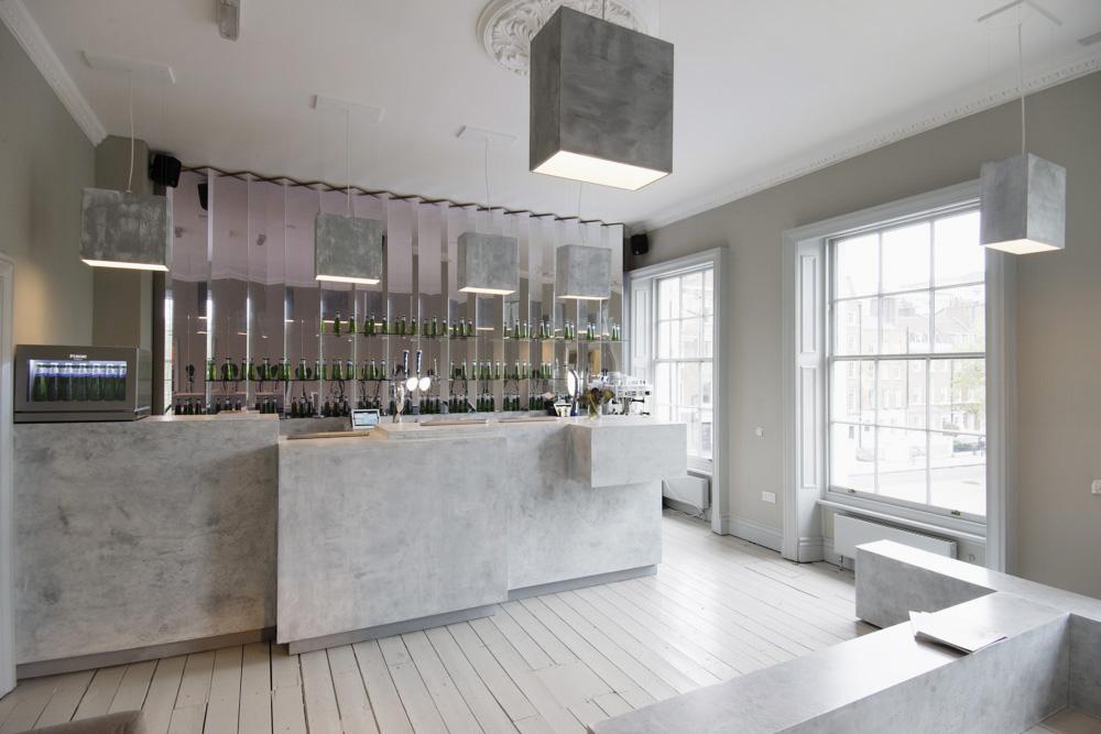 The concrete bar / Andrea Morgante