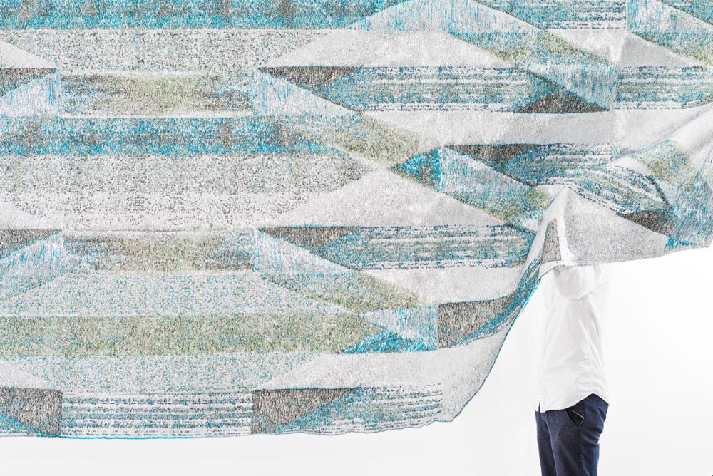 Jaquard loom: metallic polyester, lurex, polyester, viscose