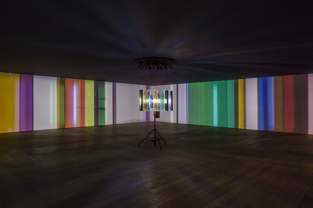 I only see things when they move, 2004 / Wood, colour-effect filter glass, stainless steel, aluminium, paint, HMI lamp, tripod, glass cylinder, motors, control unit / Moderna Museet, Stockholm 2015 / Photo: Anders Sune Berg