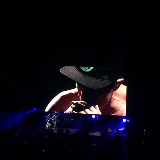 The Red Hot Chilli Peppers with Anthony Kiedis center stage . . . #music #legends #redhotchillipeppers #the02 #london