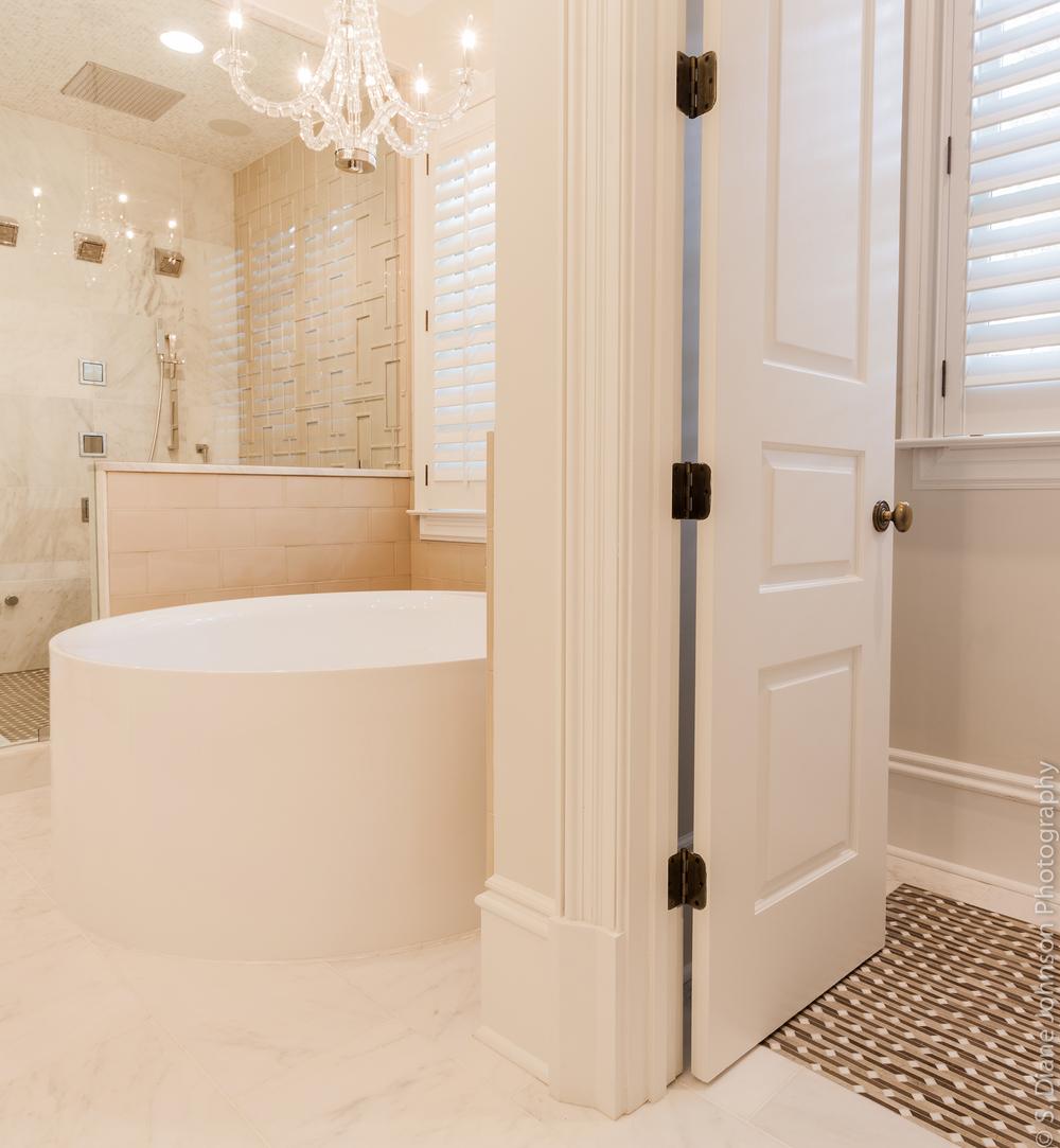 Club drive master bath design master bedroom guest for Bathroom design consultant
