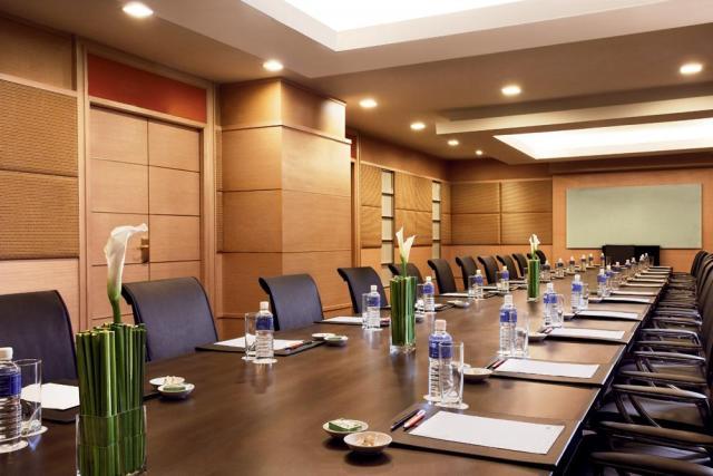 MeetOn10_Boardroom.jpg