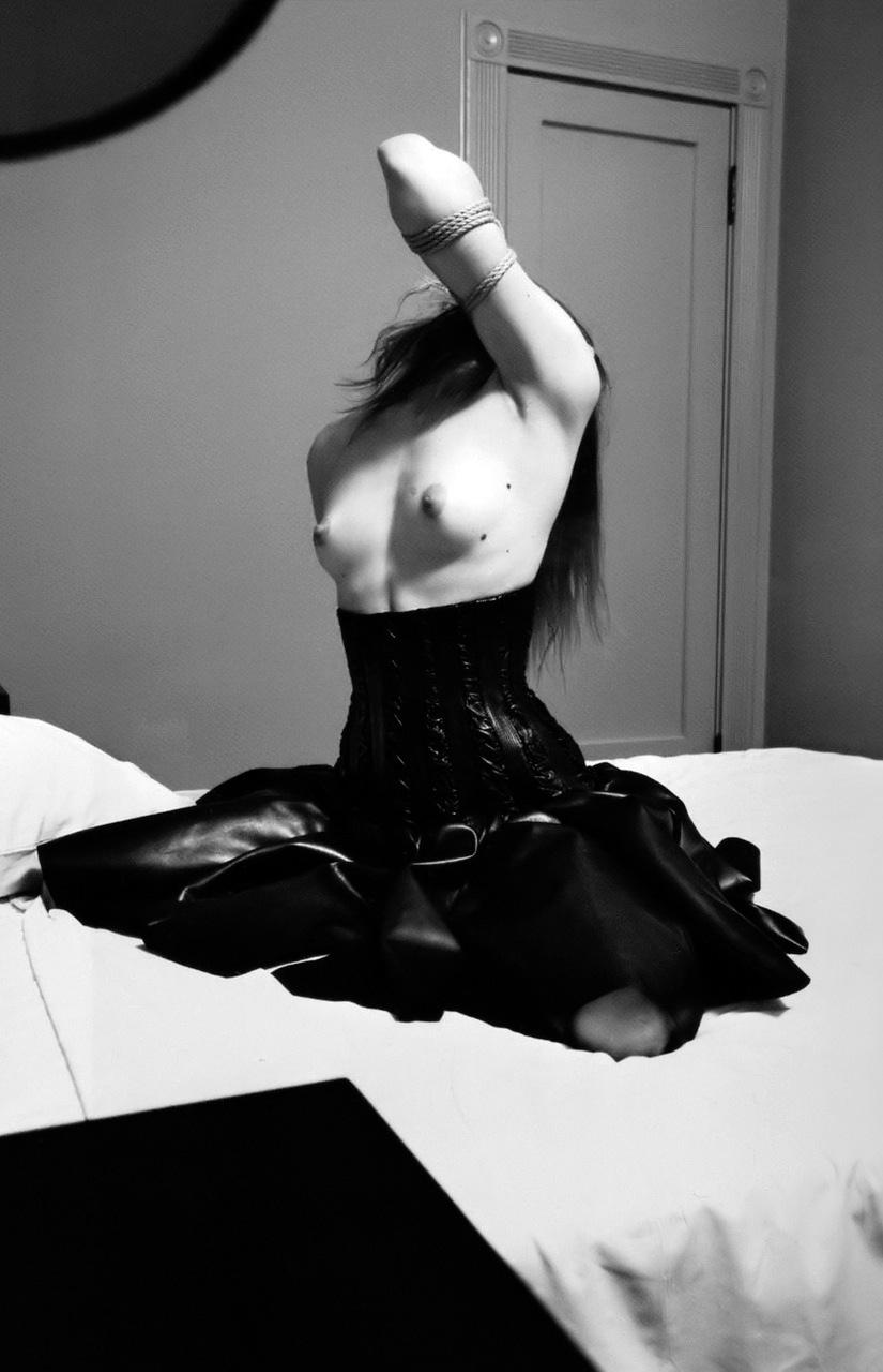 Raquel_Zimmerman-Mario-Sorrenti-Self_Service-06.jpeg