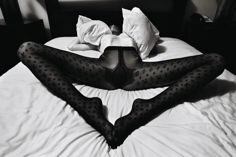 Raquel_Zimmermann-Mario_Sorrenti-Self_Service-01b.jpeg