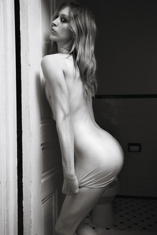 Raquel_Zimmermann-Mario_Sorrenti-Self_Service-02b.jpeg